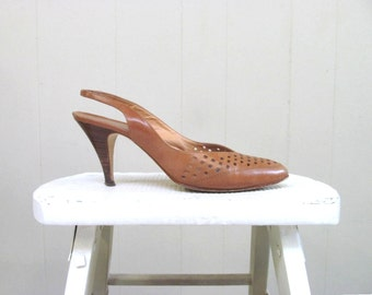 Vintage 1980s Shoes / 80s Italian Brown Leather Slingback Heels / Size 7.5 B USA