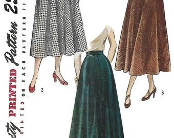 Simplicity 2666 Women's 40s Flared Skirt in Two Lengths Sewing Pattern Waist 26 Hip 35
