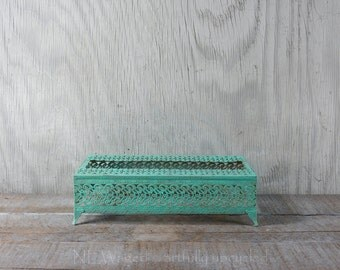 Vintage tissue holder / distressed / light turquoise / shabby chic / metal tissue box cover / filigree / upcycled