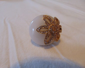vintage statement cocktail ring size 7 white crystals glass stone sparkle