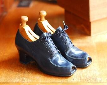 vintage 1940s shoes / 40s blue leather peep toe oxfords / size 6 A