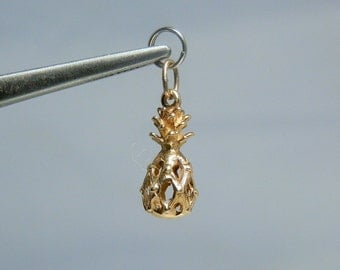 Small 14k Yellow Gold Pineapple Charm Pendant Marked and Tested In Great Condition DanPickedMinerals