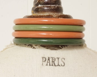 EARTH COLORS - STACK of vintage bangles in earth colors - reddish brown and green - stack of 4 vintage earth colored bangles