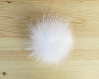 Pompon blanc en fourrure pour tuque et bonnet