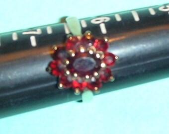IN VENDITA - anello granato di Cluster, dimensioni 6.25-6.50 York Inghilterra Vintage 10 oro giallo ct (2.90GRM)