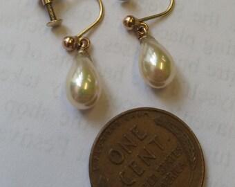 Pair of Vintage 9ct Gold Pearl Drop Screwback Earrings