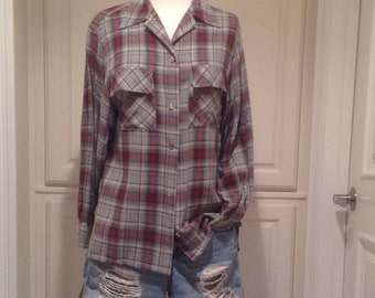 Women's long sleeve plaid shirt, vintage United Colors of Benetton / Gray and red plaid button front shirt size 42 / made in Italy