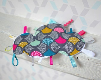 Doudou labels gray reasons cloud graphics fuchsia, mustard, green water and white - gift - baby 3-12 months