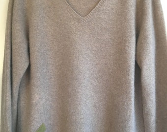Heathered Grey 100% cashmere womens v neck sweater upcycled sz medium by Three Whiskers Farm