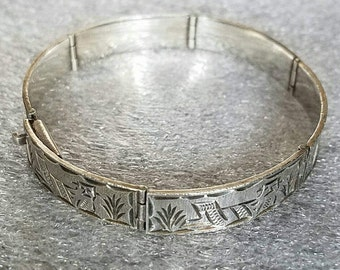 Vintage Solid Sterling Silver Hinged Bangle Bracelet Vintage Closed Cuff Bracelet Mexican Motive Bracelet Sterling Silver Vintage Jewelry