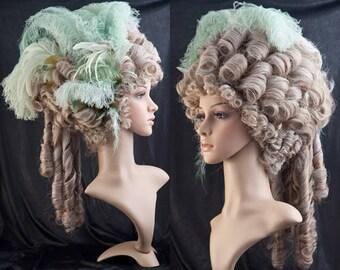 Rococo-Wig // Marie Antoinette Wig // Historische Perücke mit FederSchmuck - Grün