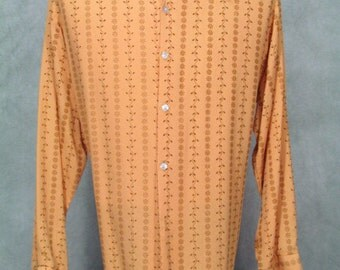 Plus Size Vintage 1970s Shirt Big Collar Disco Big Sleeve Embossed Fabric
