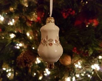 Small 'Victorian Rosebud' Ornament