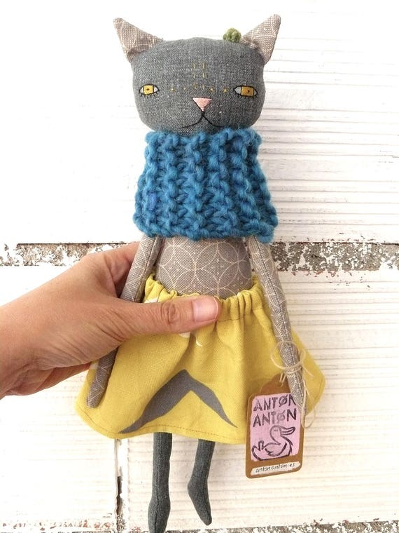 Cat doll in cotton and linen canvas.