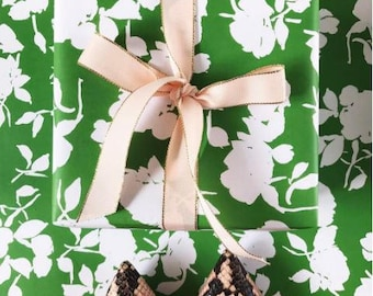 Green Silhouette Floral Gift Wrap