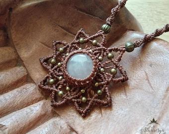 Macramé necklace with Rose Quartz