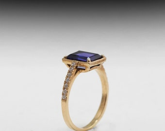 sapphire and diamond 14 karat gold ring