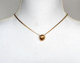 Shell Necklace, Dainty Necklace, Gold Shell Necklace, Small Shell Pendant Necklace, Shell Chain Necklace, Sarah Coventry Necklace