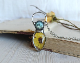 YELLOW MULTICULE and LABRADORITE,yellow multicule necklace,flashy labradorite necklace,terrarium necklace,romantic necklace,blue labradorite
