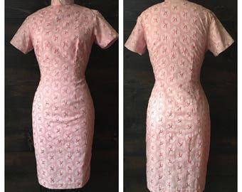 Vintage 60s pink cheongsam dress / qi pao / mandarin collar wiggle dress / allover floral embroidery // Ju //