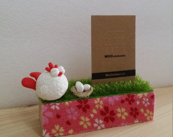 Chicken namecard holder with little eggs