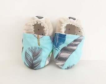 Machine-washable blue feather baby shoes | crib or pram shoe, soft-soled bootie | linen heel