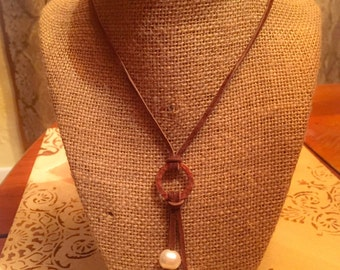 Beautiful Leather & Freshwater Pearl Necklace