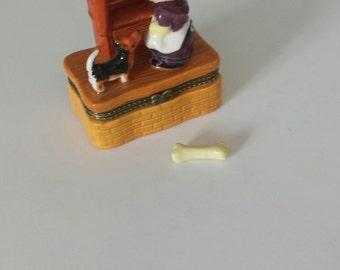 Vintage Old Mother Hubbard TRINKET BOX With Trinket, Nursery Ryhme Decor, Child's Room Decor, Ceramic Trinket Box, Jewelry Box, Dog Decor