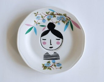 Girl illustrated vintage plate