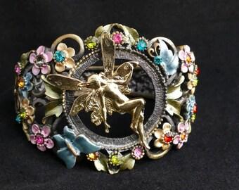 Lavish bracelet, a pastel bouquet