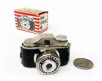 1960s Arrow Subminiature Spy Camera in Original Box, Vintage Hit-Type Miniature Novelty Camera Made in Hong Kong, Excellent Likely Unused