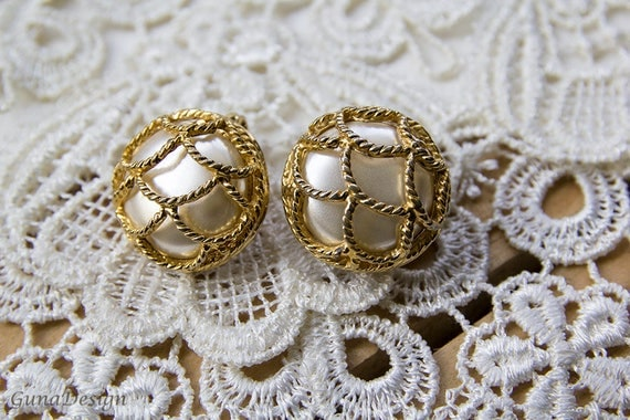 White large round vintage clip-on earrings from 60's