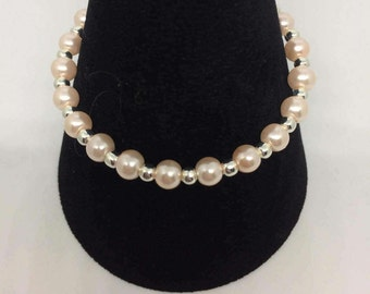 Bridal/pastel. Delicate glass pearl and silver plated bracelet