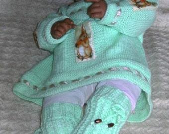 Green life jacket garment fashion baby rabbit and carrots. Creation hand-made new.