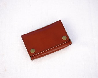 The Classic One - Tobacco pouch in brown red leather, confounded tobacco in brown leather, tobacco pouch