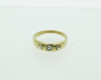 An 18ct Gold Gypsy Set Diamond Ring   SKU29