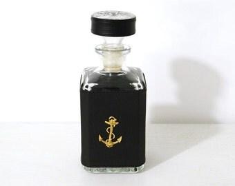 Carafe à whisky cristal verre vintage cuir années 70 couverte de simili cuir avec une ancre marine doré