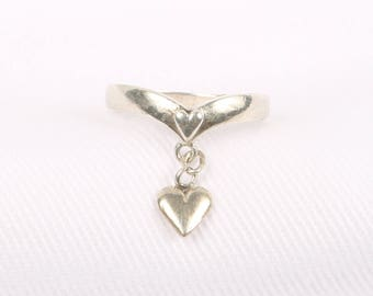"""1970's Sterling Silver """"V"""" Dip w Heart on Band w Dangle Heart Charm, Size 4.75, Excellent Cond., Marked .925"""