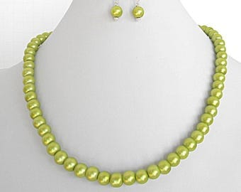 Green pearl necklace set, green wedding jewelry for her, green bridesmaids necklaces for women, wedding necklace set, mothers day gift set