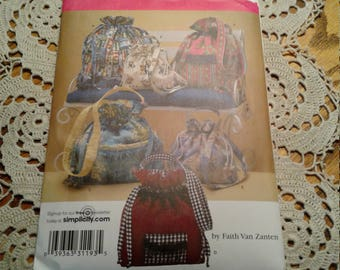 Simplicity Drawstring Bag Pattern in Three Sizes FF