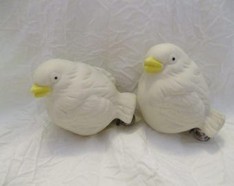 Set of 2 Vintage ceramic White birds with clips