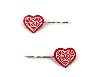 Set of 2 red hearts hair clips with white doodles, romantic fancy hair pins, plastic hair clips (recycled CD), Valentines day hair pins