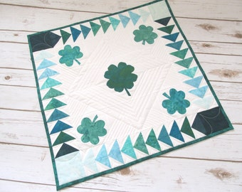 St. Patrick's  Day Quilt - Shamrock Table Quilt - Quilted Table Square - Shamrock Quilt - Quilt Table Topper - Handmade Quilt - Quilt