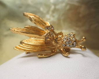 Yellow Gold-Plated and Crystal Fly Brooch with Unique Fluttering wings.