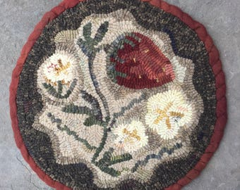 Strawberry Patch. Hooked Rug PAPER PATTERN from Winter Cottage.