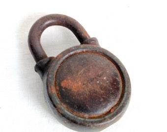 Vintage Yale number 324 Padlock, Vintage Metal Lock