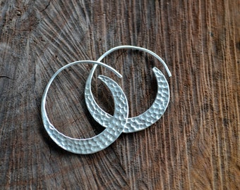 Spiral hoop earrings, Tribal Earrings, Hammered silver earrings, hoops, Minimalist jewelry, Sterling Silver hoop earrings (E391)