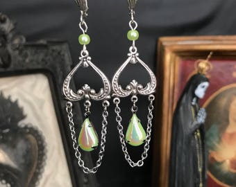Drop earrings Victorian green iridescent and hanging chain