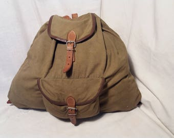 Vintage 1967's Military Green Canvas Backpack - Medium Size