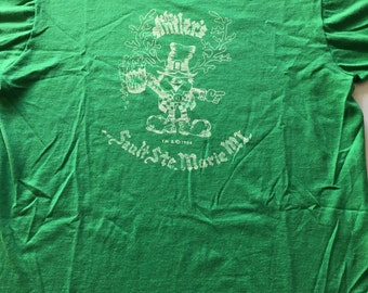 Awesome Vintage 1984 The Antler's Bar Sault Ste. Marie Michigsn T Shirt